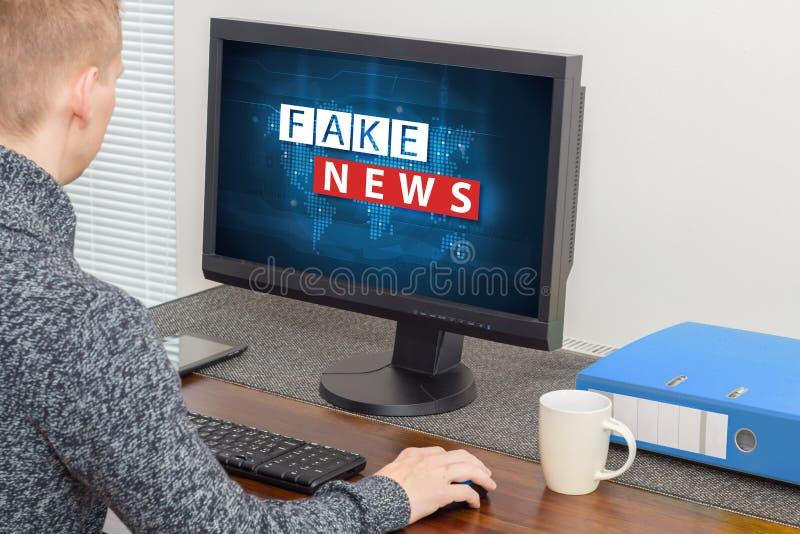 Vals nieuws en verkeerde informatieconcept royalty-vrije stock foto's