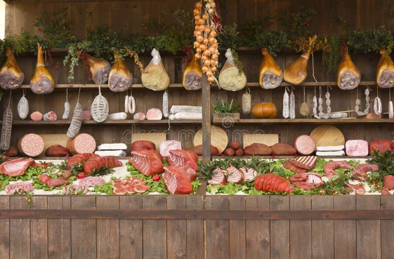 Vals vlees in een box in Expo 2015 in Milaan stock afbeeldingen