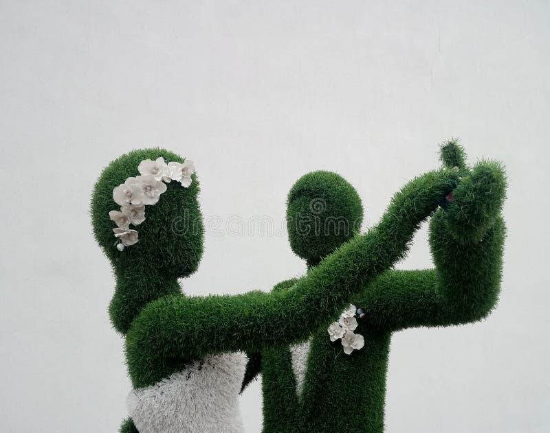 a valsa da dança dos noivos fotografia de stock
