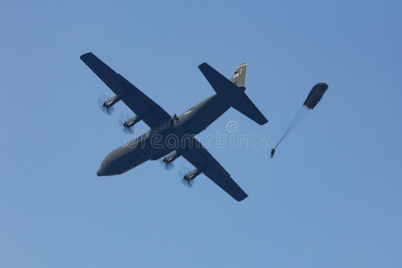 Valschermjagers die van a.c. springen - 130 Hercules royalty-vrije stock foto