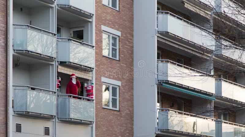 Valse Santa On een Balkon royalty-vrije stock foto