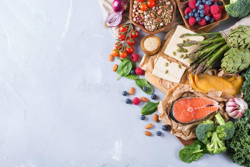 Valsortimentet av sund allsidig mat för hjärta, bantar royaltyfri bild