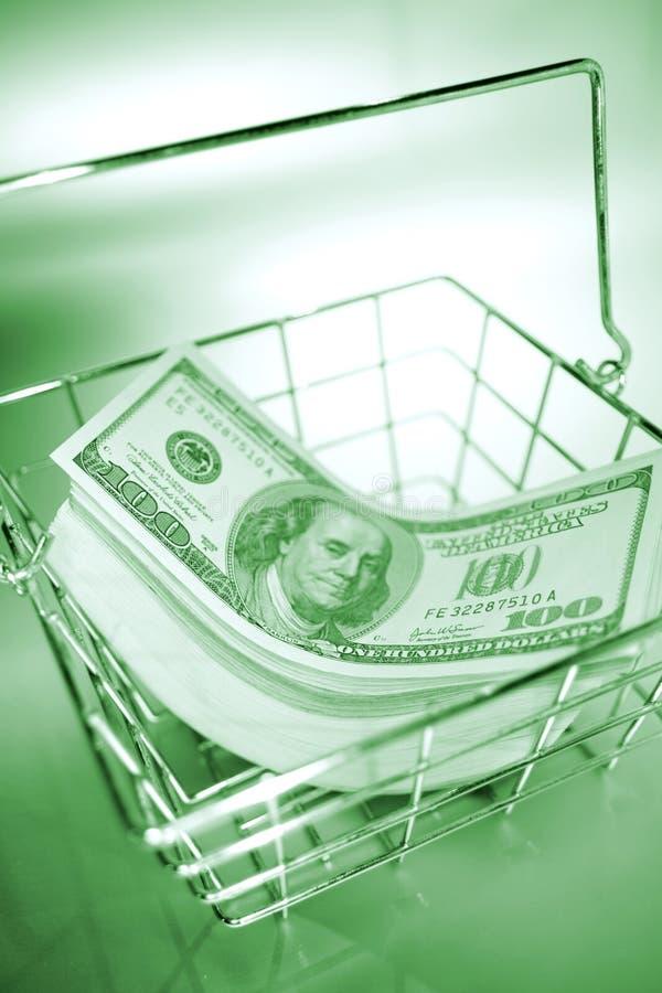 Valuta degli Stati Uniti nel cestino di collegare   fotografie stock