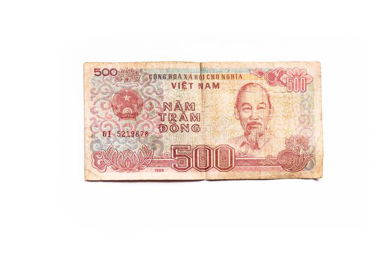 Valuta 500 Dong del Vietnam isolata su fondo bianco immagini stock libere da diritti