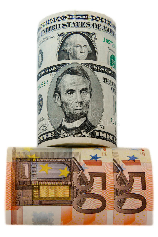 Valutadollar och euro rullade på den vita bakgrunden royaltyfri foto