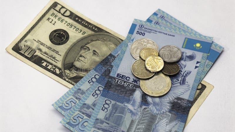 Valutakursen av dollaren i Kasakhstan Inflation och devalvering i Kasakhstan Utfärdande av intecknar, lån och krediteringar arkivbilder