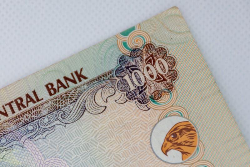 Valutan av UAE - stäng sig upp av tusen Dirham anmärkning på en vit bakgrund Stilfulla f?rger f?r plan modern vektorillustration  fotografering för bildbyråer