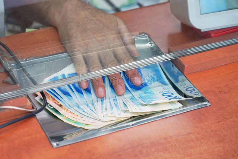Valutautbyteskontor bakgrundsbegreppet bantar guld- äggfinans royaltyfria bilder