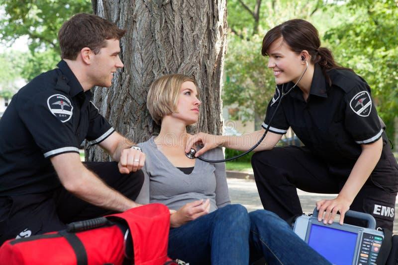 Valutazione medica felice di Emergencial immagini stock