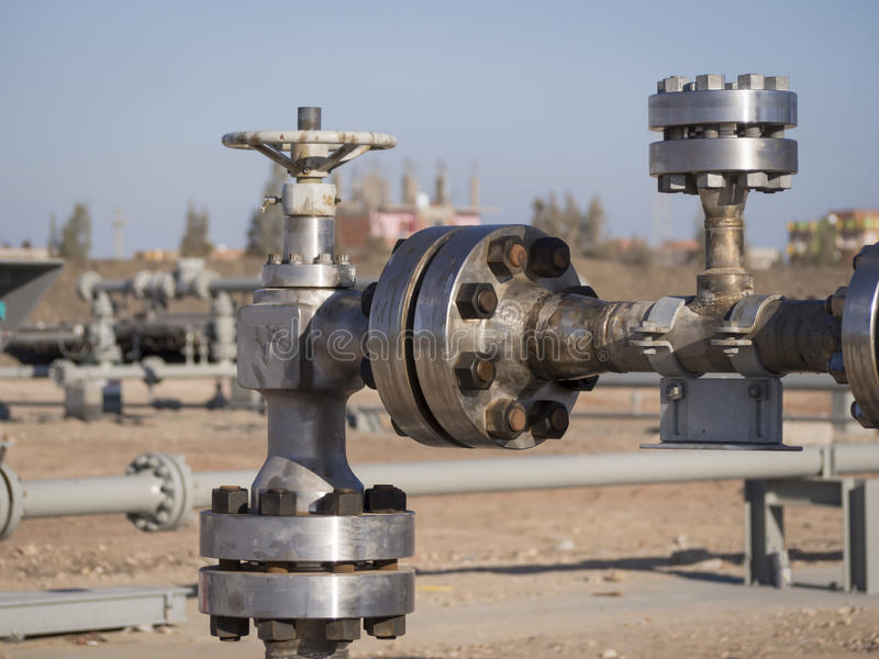 Valve d'obstruction à la tête de puits de gaz photo libre de droits