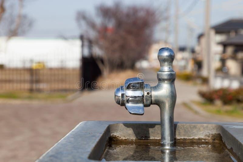 Valve de robinet ou d'eau dans le jardin image libre de droits