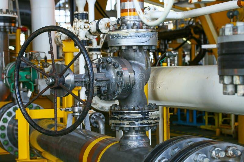 Valves manuelles dans le processus Le processus de fabrication a utilisé la valve manuelle pour commander le système, la valve du image libre de droits