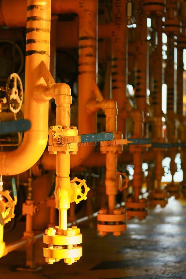 Valves manuelles dans le processus Le processus de fabrication a utilisé la valve manuelle pour commander le système, la valve du photos libres de droits
