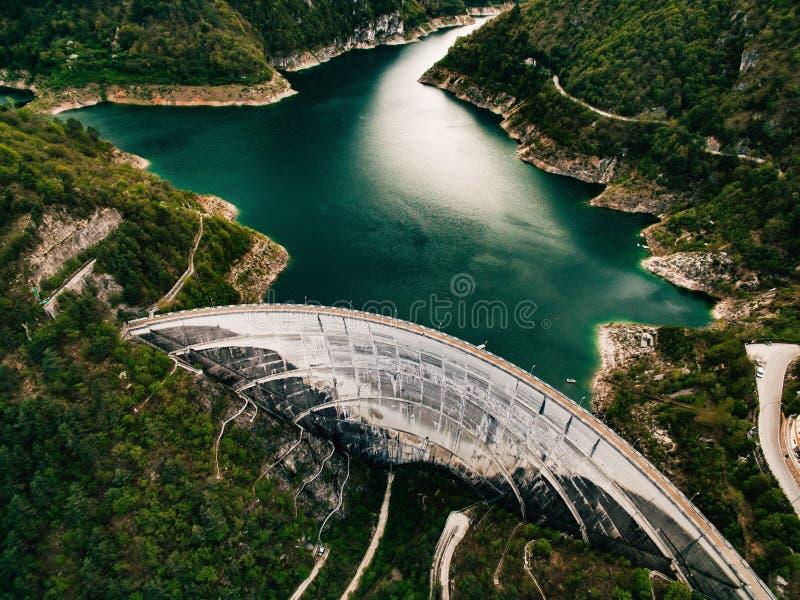 Valvestino fördämning i Italien hydroelektrisk anläggningström arkivbilder