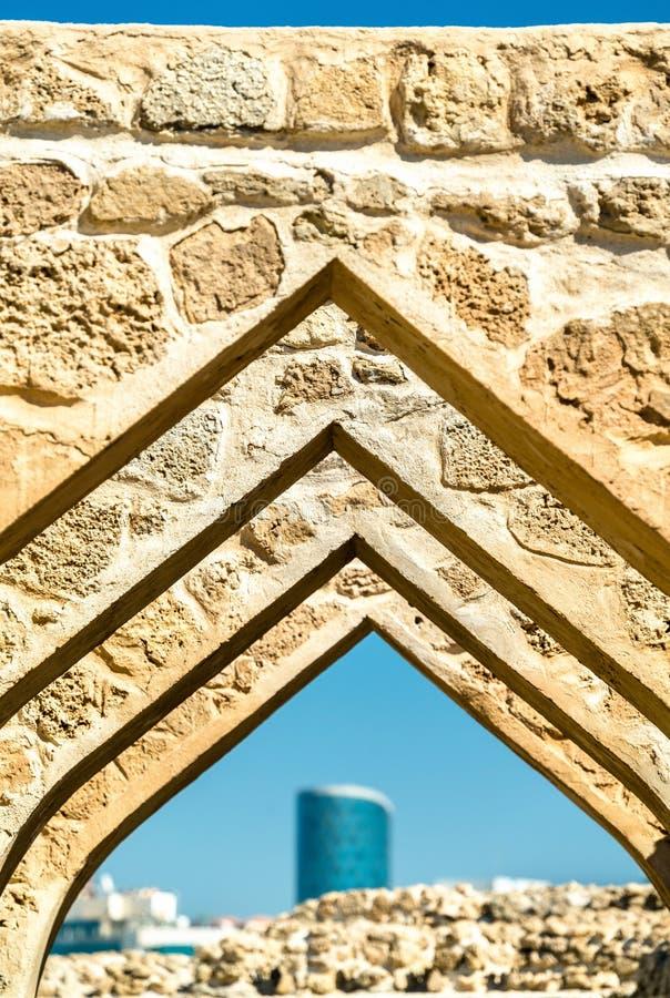Valvgång på det Bahrain fortet En plats för UNESCO-världsarv arkivbild