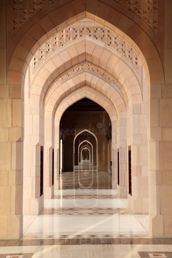 valvgångtusen dollar inom moské royaltyfri fotografi