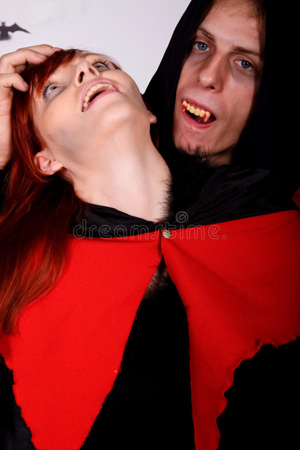 Vampire de couples de Veille de la toussaint image libre de droits