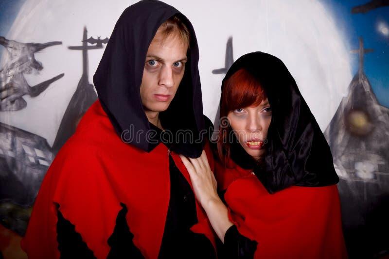 Vampire de couples de Veille de la toussaint photographie stock