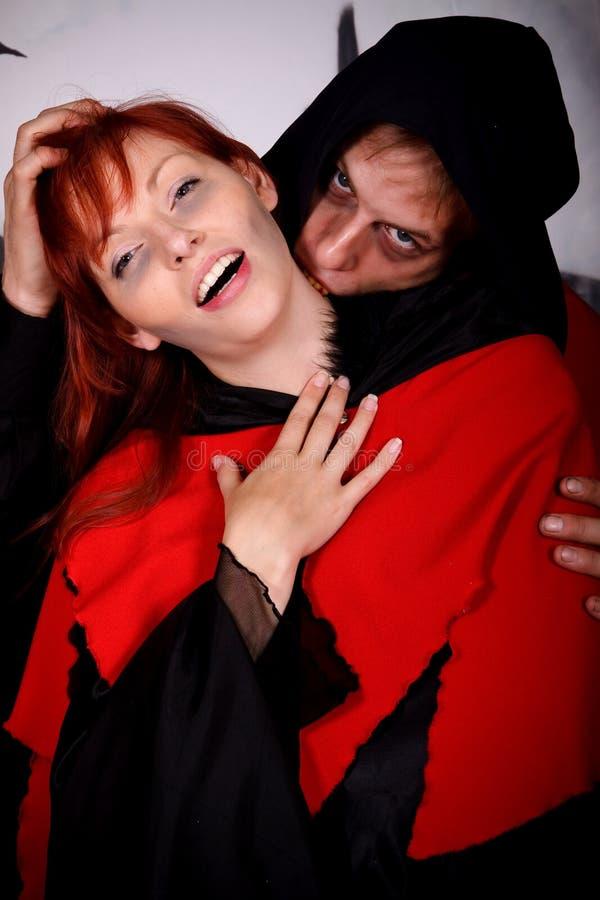Vampire de couples de Veille de la toussaint photo libre de droits