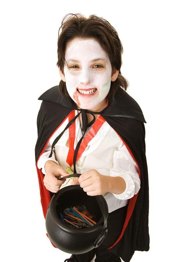 Vampire de Veille de la toussaint avec la sucrerie photo libre de droits