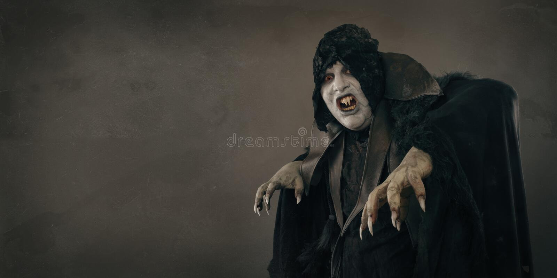 Vampiro antigo do mutante do horror com os grandes pregos assustadores Lugar do texto imagens de stock royalty free