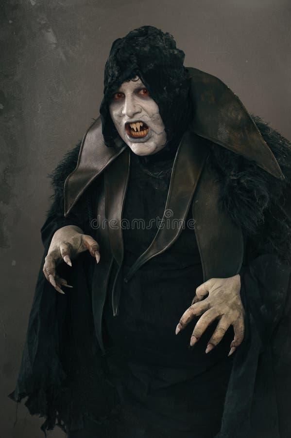 Vampiro antiguo del mutante del horror con los clavos asustadizos grandes F medieval fotos de archivo