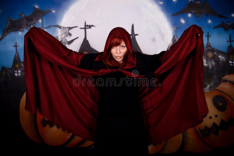 Vampiro da mulher de Halloween imagens de stock royalty free