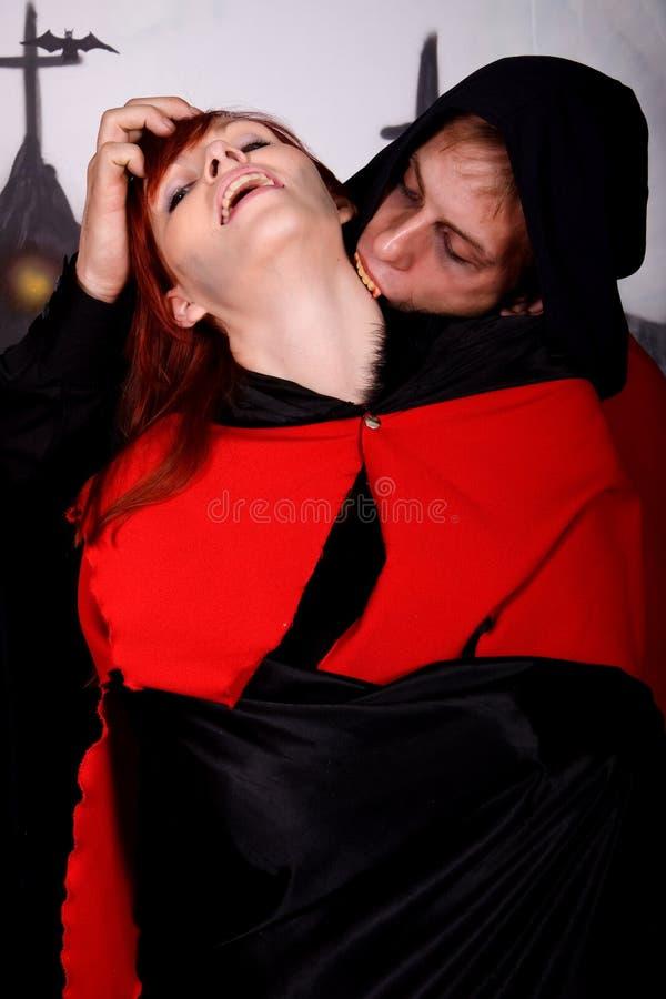 Vampiro de los pares de Víspera de Todos los Santos foto de archivo