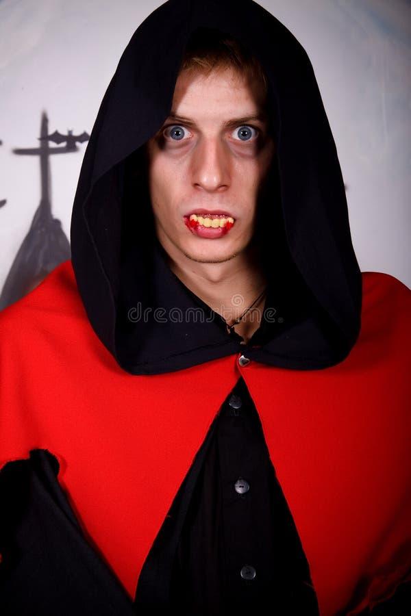 Vampiro del hombre de Víspera de Todos los Santos imagenes de archivo