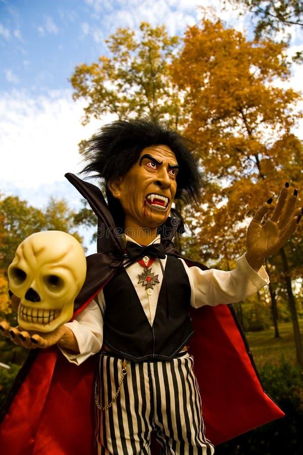 Vampiro e cranio di Halloween fotografia stock libera da diritti