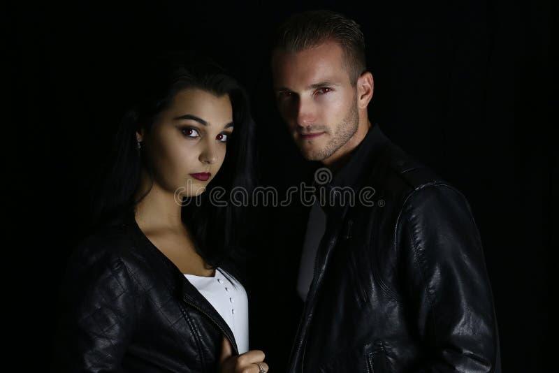 Vampiros bonitos do homem e da mulher foto de stock