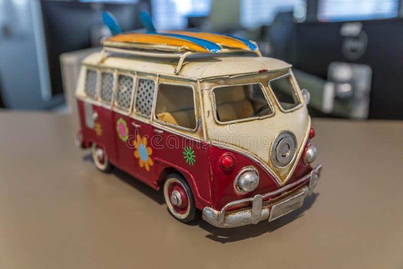 Download Van с доской прибоя стоковое изображение. изображение насчитывающей возрождение - 90781013