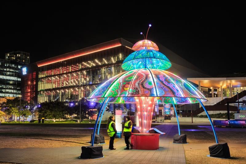 Van 'levendig Sydney 'de verlichtingsfestival, Sydney, Australië Nachtvertoning in een park royalty-vrije stock afbeeldingen