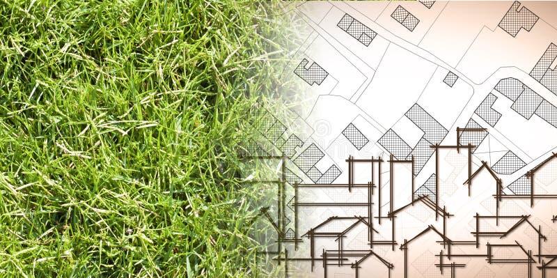 Van aard aan een nieuwe stad - conceptenbeeld met een groen grasgebied dat op de kaart van een denkbeeldige stad met gebouwen lan royalty-vrije illustratie