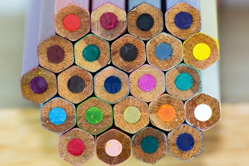 Van achtergrond kleurenpotloden close-up royalty-vrije stock foto's