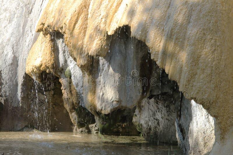 Van angst verstijfde Fontein van Réotier, Franse Hautes-Alpes stock afbeelding