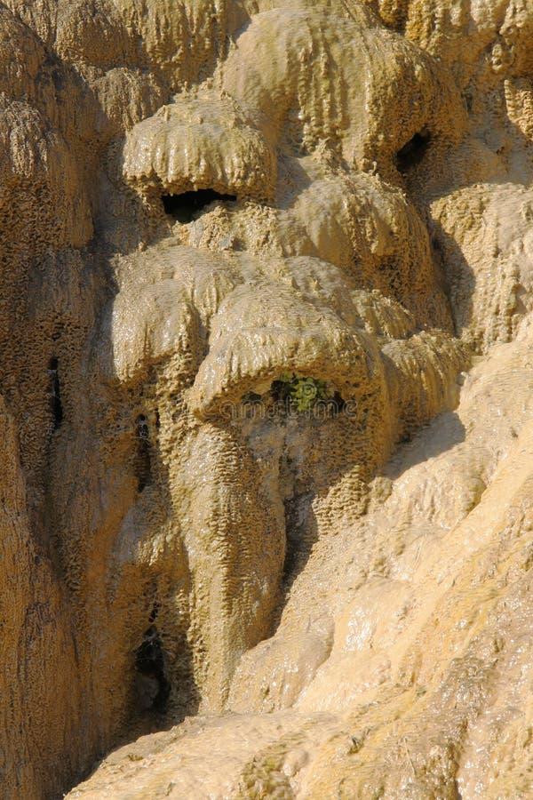 Van angst verstijfde Fontein van Réotier-sediment, Hautes-Alpes, Frankrijk royalty-vrije stock afbeeldingen