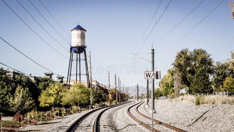 Van arvadacolorado van de Oldestad van de het watertoren en trein sporen stock foto's