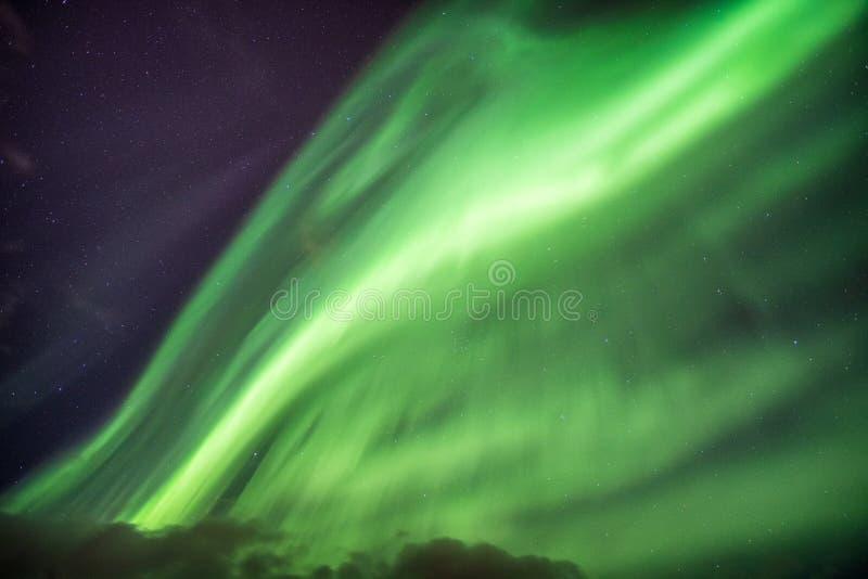 Van Aurora Borealis (Noordelijke lichten) de explosie met sterren op nacht royalty-vrije stock foto's