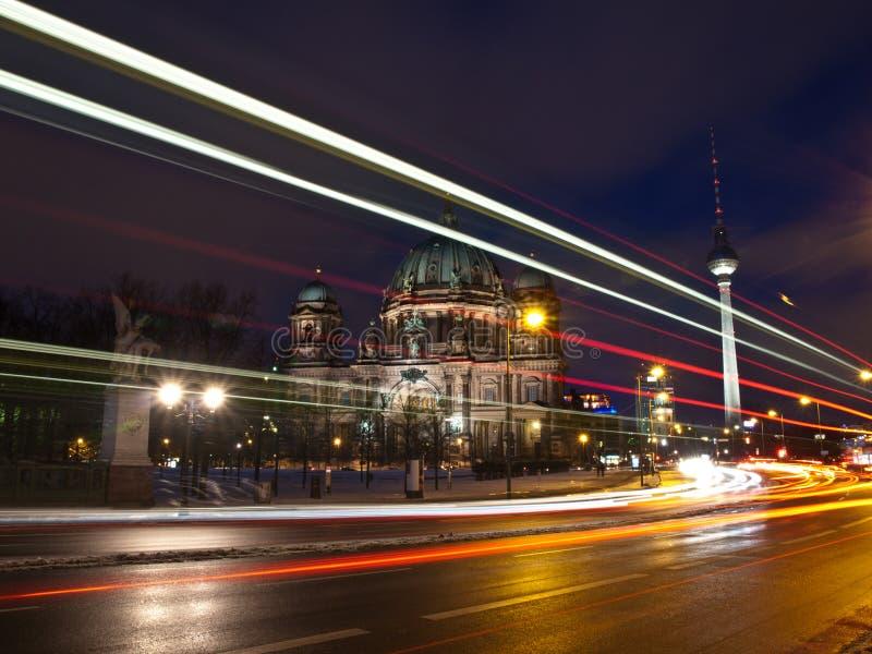 Van Berlijn Dom en van TV Toren bij het vallen van de avond stock foto's