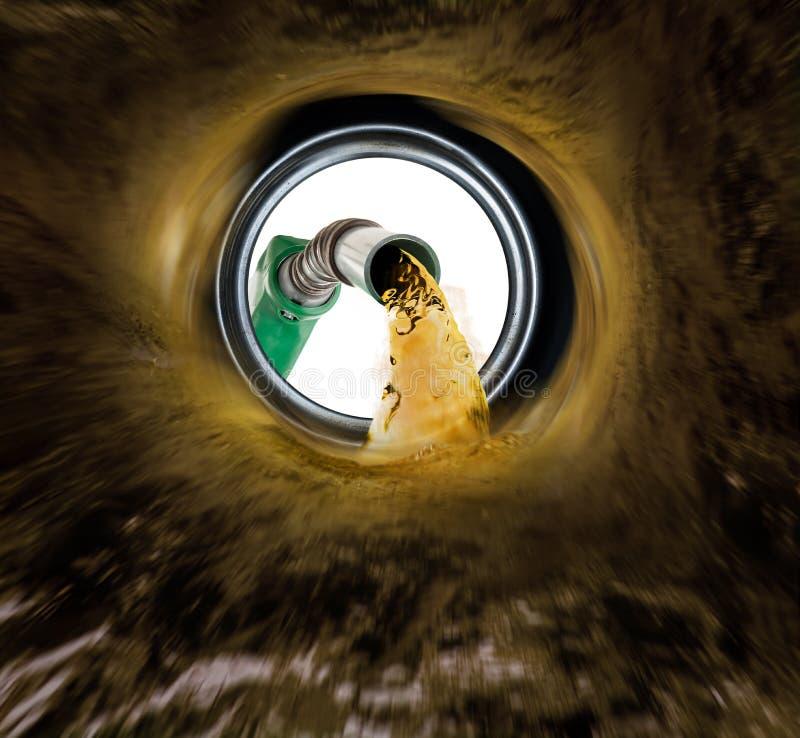 Van binnenuit opnieuw vullend brandstofmening van gashouder royalty-vrije stock afbeeldingen
