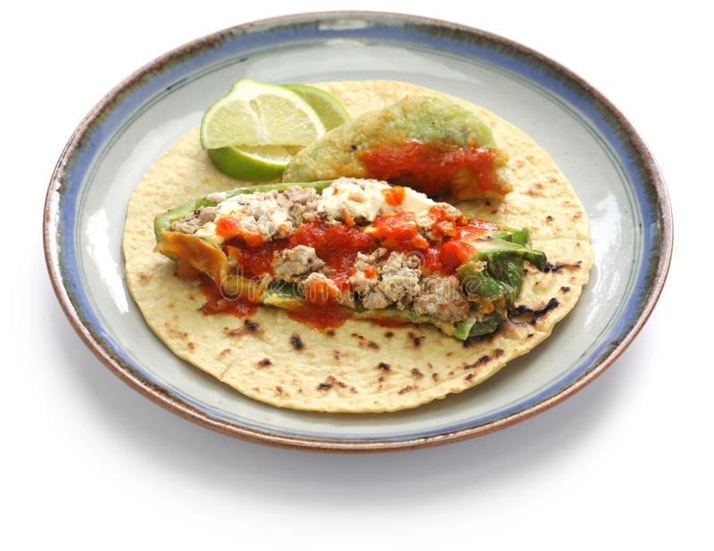 Van Chili relleno (gevulde Spaanse peper) taco's, Mexicaanse keuken stock foto