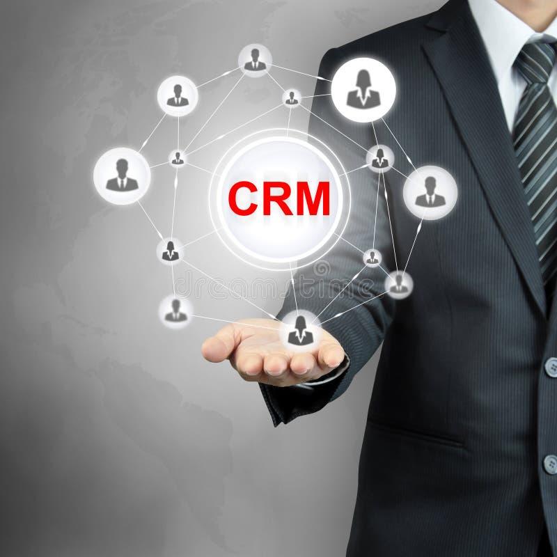Van CRM (Klantrelatiebeheer) het teken dat door een zakenman wordt getoond stock afbeelding