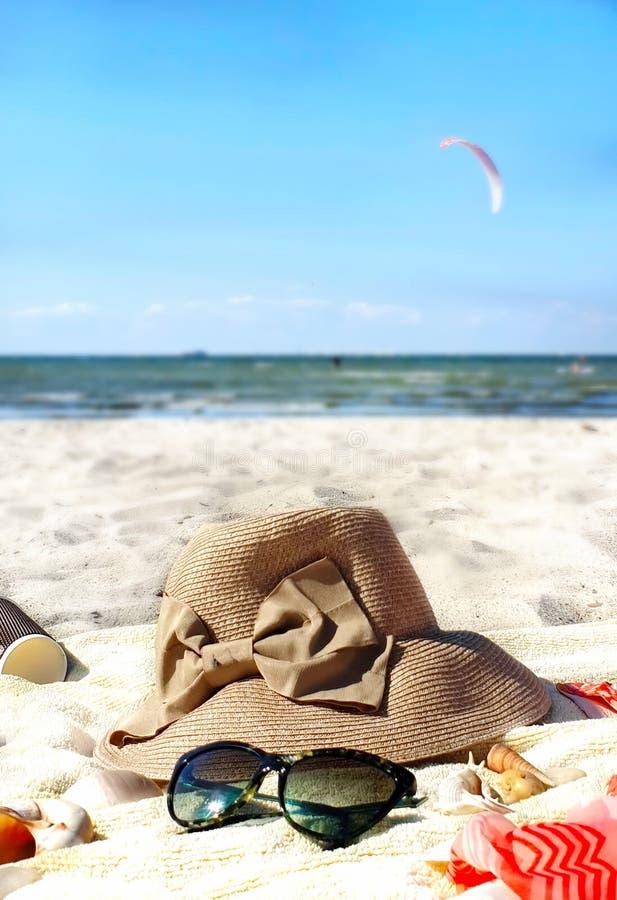van de van de de achtergrond toebehorenvakantie van de de zomerstrandkleding het Strandmeisje Vakantie kleedt het jahting Reis he stock afbeeldingen