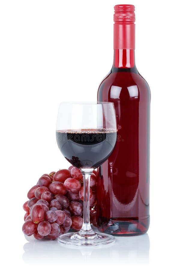 Van de de alcoholdrank van het wijnflessenglas de rode die druiven op wit worden geïsoleerd stock afbeelding