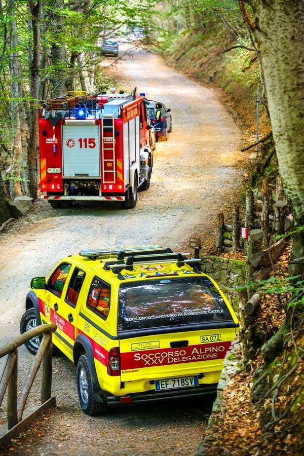 Van de autosoccorso van de bergredding van het alpinovoertuig de brandvrachtwagen royalty-vrije stock afbeelding