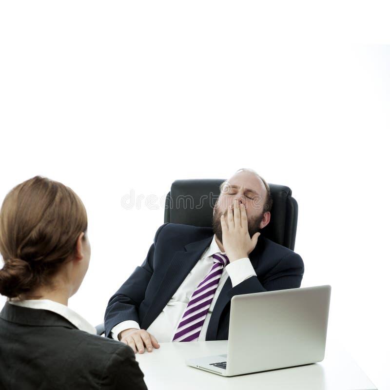 Van de bedrijfs baard man donkerbruine vrouw bij bureaugeeuw stock foto