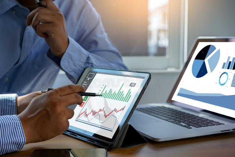 van de de Bedrijfs statistiekeninformatie van Analytics van het werk harde Gegevens Technologie royalty-vrije stock afbeeldingen