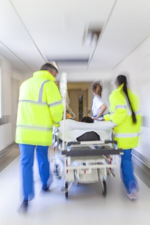 Van de Brancardgurney van het motieonduidelijke beeld Geduldige het Ziekenhuisnoodsituatie royalty-vrije stock afbeeldingen