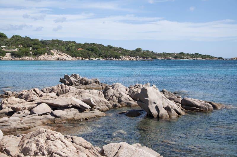 Van de capricciolibaai van Sardinige landascape de walvisrotsen royalty-vrije stock afbeelding